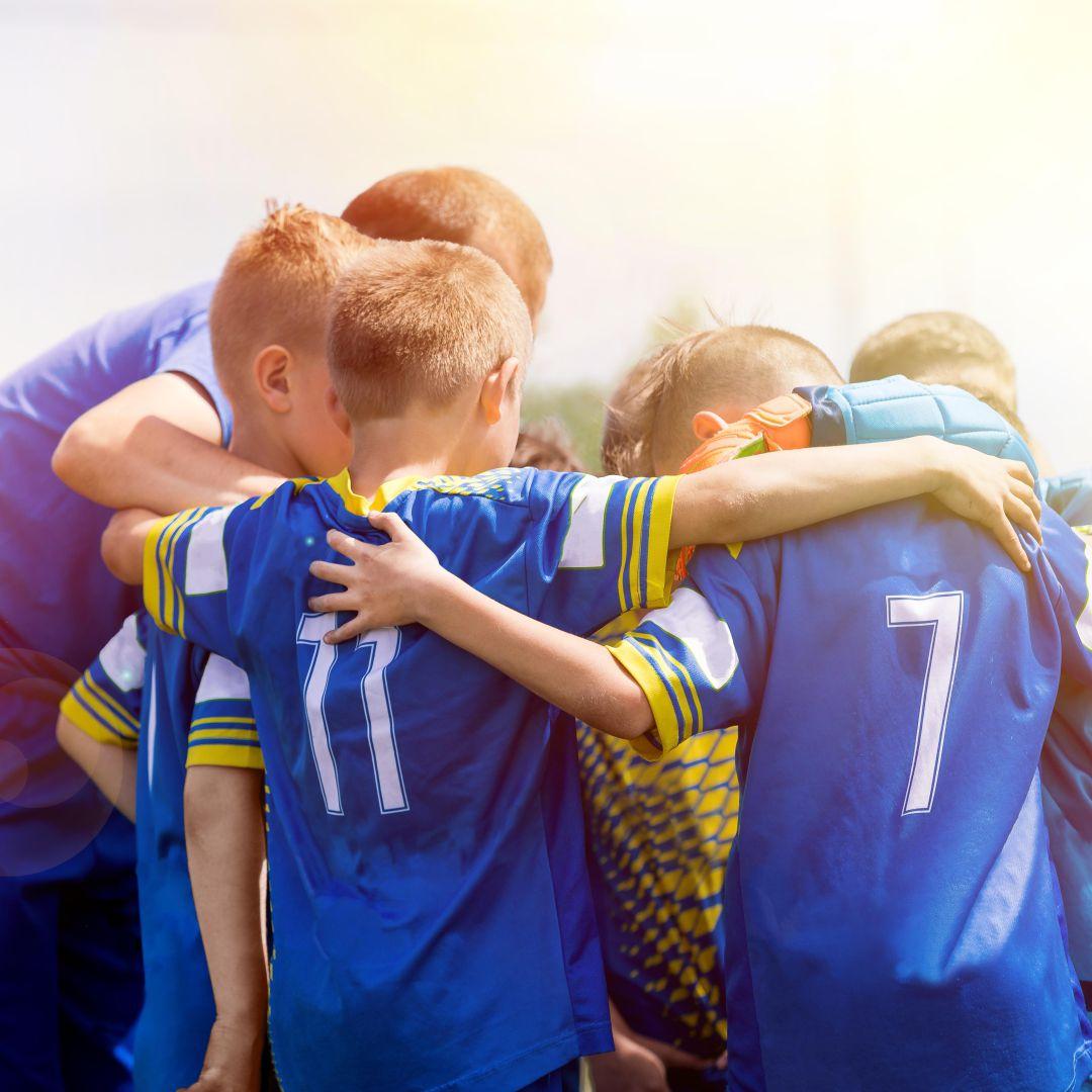 Praticar esportes motiva reflexos e o trabalho em equipe