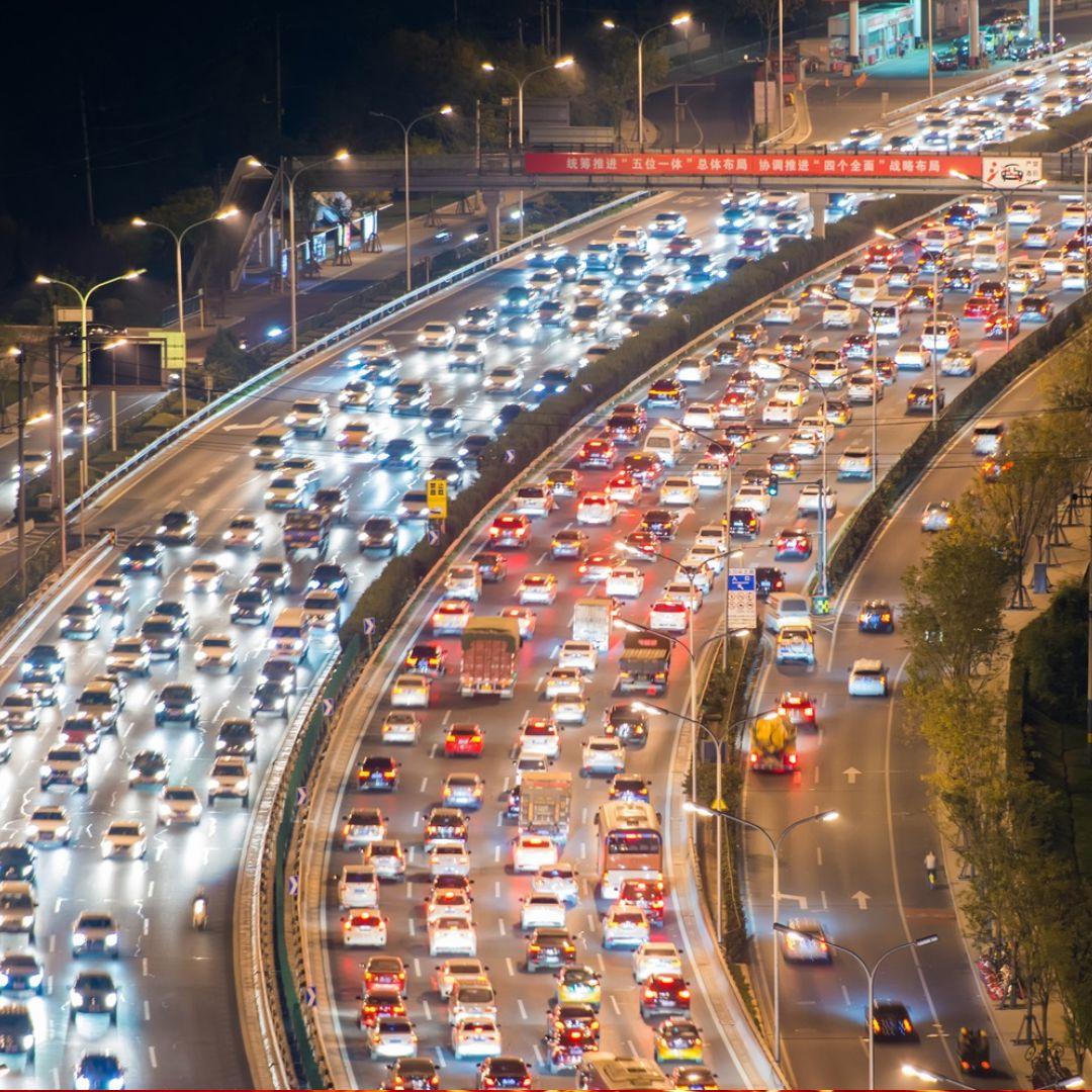 Solução do tráfego, estradas com tecnologia inteligente